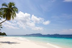 Exotisch zeegezicht en mooi strand van wit zand in radja ampat Stock Foto's