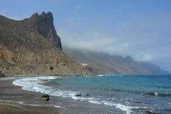 Exotische Ansichten des Anaga-Gebirgszugs von Playa de Benijo, Teneriffa, Kanarische Inseln stockfotografie