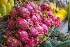 Exotische Früchte auf dem Zähler, Nha Trang Lizenzfreie Stockfotos