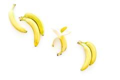 Exotische Früchte Frische reife Bananen auf weißem copyspace Draufsicht des Hintergrundes Lizenzfreie Stockfotos