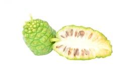 Exotische Frucht - Noni auf Weiß Lizenzfreies Stockbild