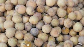 Exotische Frucht in Thailand- und Asien-Longan Abschluss herauf Ansicht stock video footage