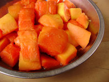 Exotische fruitsalade, papaja Stock Foto's