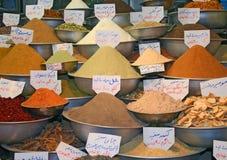 Exotische Gewürze auf traditionellem Basar Lizenzfreies Stockbild