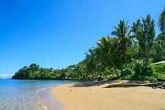 Exotische Inselküste Sandy-Strandes nahe Salelesi-Dorf, Upollu-Insel Samoa, das Polynesien, Pazifischer Ozean lizenzfreie stockfotos