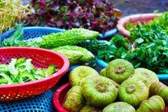 Exotische vruchten en groenten in Vietnam stock foto's