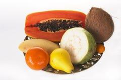 Exotische vruchten op een schotel Stock Afbeelding