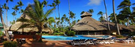 Exotischer Swimmingpool in der Dominikanischen Republik Lizenzfreies Stockfoto