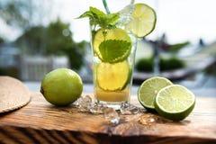 Exotisk coctail med citronen Royaltyfri Bild