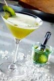 Exotisk coctail som smaksättas med matcha Royaltyfri Bild