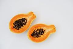 Exotisk fruktpapaya eller papaw som isoleras på vit bakgrund Royaltyfria Bilder