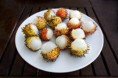 Exotisk hårig asiatisk Rambutanfrukt royaltyfri fotografi