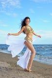 exotisk kvinna för härlig klänning Royaltyfria Bilder
