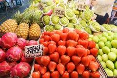 Exotiska frukter, asiatisk marknad Arkivfoton