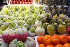 Exotiska frukter, asiatisk marknad Royaltyfri Fotografi