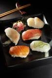 exotiska sushi för kombination Royaltyfri Bild