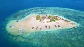 Exotiskt flyg- landskap av Gili Kedis Island arkivbilder