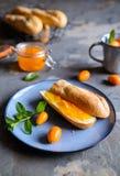 Exotiskt kumquatdriftstopp med mandariner royaltyfri bild