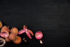Exotiskt tropiskt litchiplommonb?r Litchee R?tt banta eller strikt vegetarianmatbegreppet med utrymme f?r text royaltyfria foton