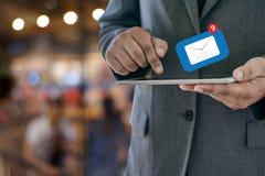 Expédiez le message de connexion de communication à la boîte de réception de expédition de contacts image libre de droits