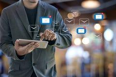 Expédiez le message de connexion de communication à la boîte de réception de expédition de contacts images stock