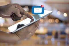 Expédiez le message de connexion de communication à la boîte de réception de expédition de contacts photos libres de droits