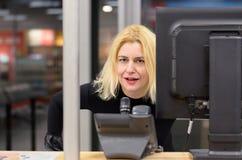 Expéditeur de femme sur le lieu de travail Photo libre de droits