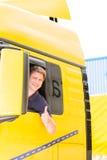Expéditeur ou chauffeur de camion dans le chapeau de conducteurs image libre de droits