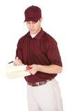 Expédition : Homme vérifiant des papiers de la livraison Images stock