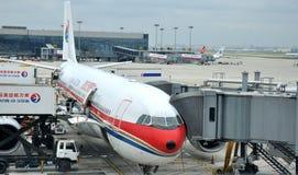 Expédition plate dans l'aéroport de Hongqiao, Changhaï Image libre de droits