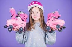 Exp?diez aux aventures Loisirs et mode de vie actifs Passe-temps de l'adolescence de patinage de rouleau Patinage allant d'ann?es images stock