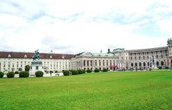 Expansief gazon en de bouw van Oostenrijkse Nationale Bibliotheek royalty-vrije stock foto