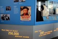Expansief tentoongesteld voorwerp die de geschiedenis van KoopvaardijSeamen tijdens de oorlog, het Nationale WO.II-Museum, New Or royalty-vrije stock foto's