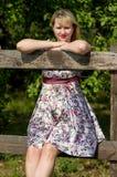 Expectant matka w parku Zdjęcia Royalty Free