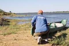 Expedición de la canoa en el río de Zambezi Imagenes de archivo