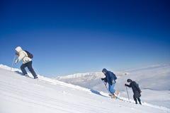 Expedición alpestre que sube Mt. Sar Planina Imagen de archivo