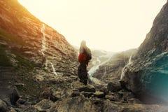 Expedition auf einem Gletscher in den Bergen Lizenzfreies Stockbild