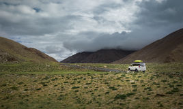 Expedition vehicle on mountain road, Indian Himalaya Stock Images