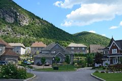 Expensive houses near mountain Royalty Free Stock Photos