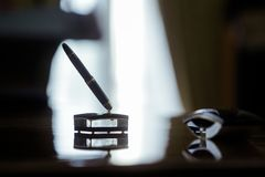 Expensive pen use to sign contracts Royalty Free Stock Images