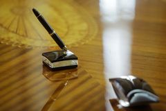 Expensive pen use to sign contracts Royalty Free Stock Photos