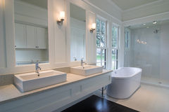 Free Expensive White Bathroom Stock Photography - 1671002