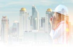 Experiência de trabalho asiática das mulheres da exposição dobro e eletricista ocupacional profissional do coordenador imagens de stock royalty free