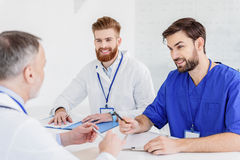 Experienced general practitioner explaining ideas to colleagues royalty free stock photos