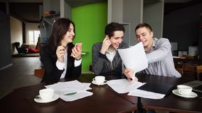 Free Experienced Young Male And Female Underwriters Make Up, Check An Royalty Free Stock Image - 110630776