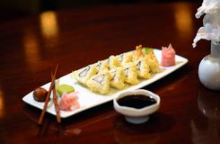 Experiencia de cena fina del disco del sushi fotografía de archivo
