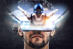 Experiencia de la realidad virtual Tecnologías del futuro Técnicas mixtas imagen de archivo