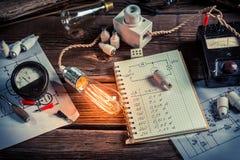 Experiencia en laboratorio eléctrico en la escuela Fotografía de archivo libre de regalías
