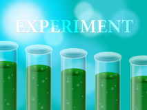 Experiment-Labor zeigt Forscher-Chemiker And Examine lizenzfreie abbildung