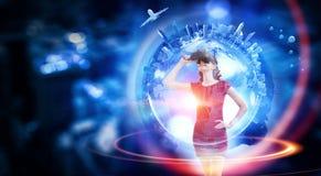Experimentar el mundo virtual de la tecnología Técnicas mixtas Imágenes de archivo libres de regalías